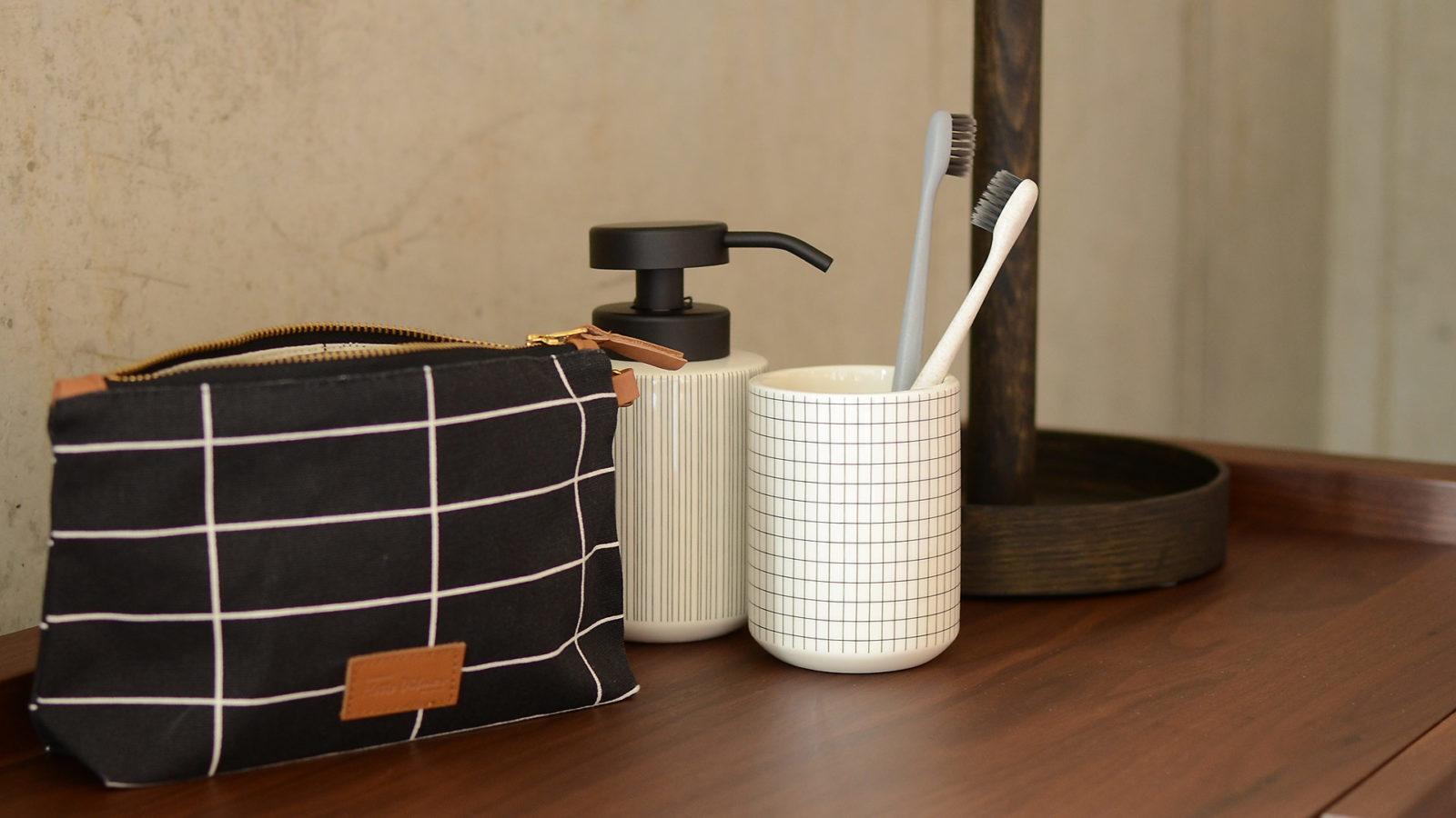 grid-soap-dispenser-and-pot-with-make-up-bag