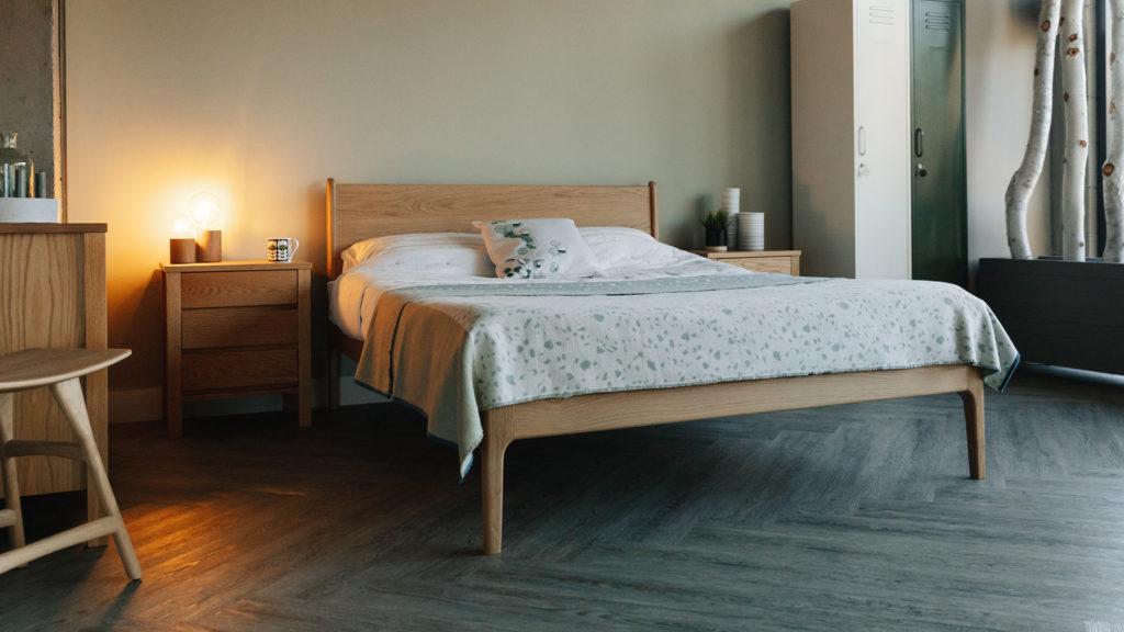 Camden mid-century look bed