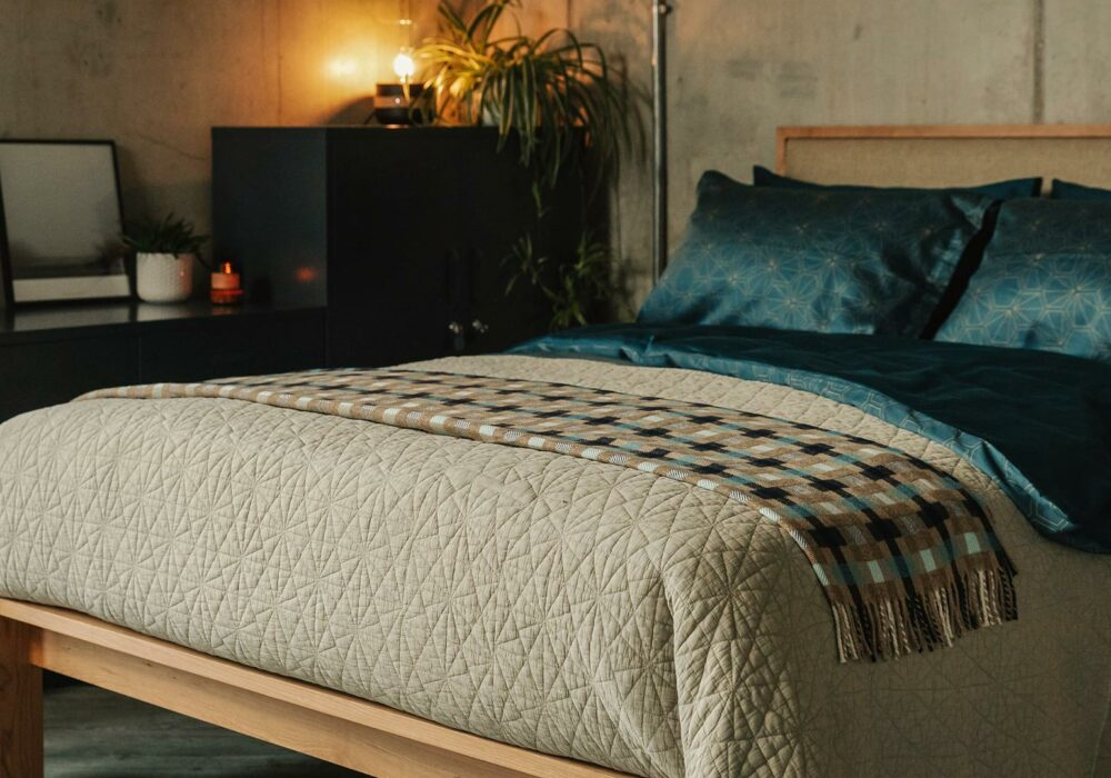 hexagon-quilted-bedspread-in-stone-with-teal-bedding