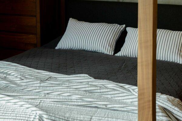 hikari-striped-bedspread-&-cushions