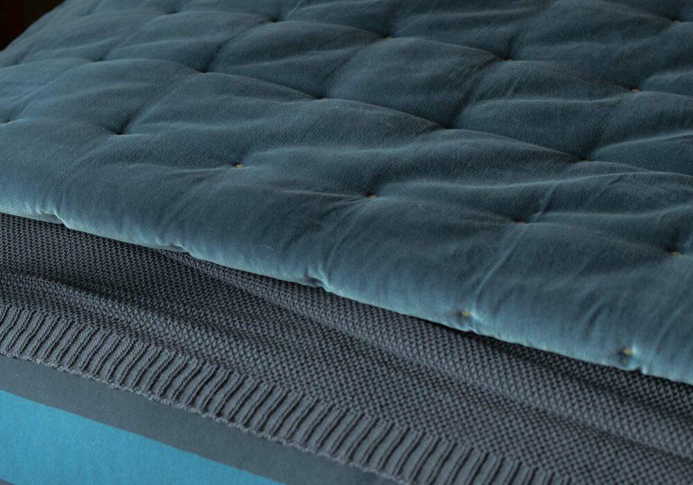 ink-blue-velvet-quilt