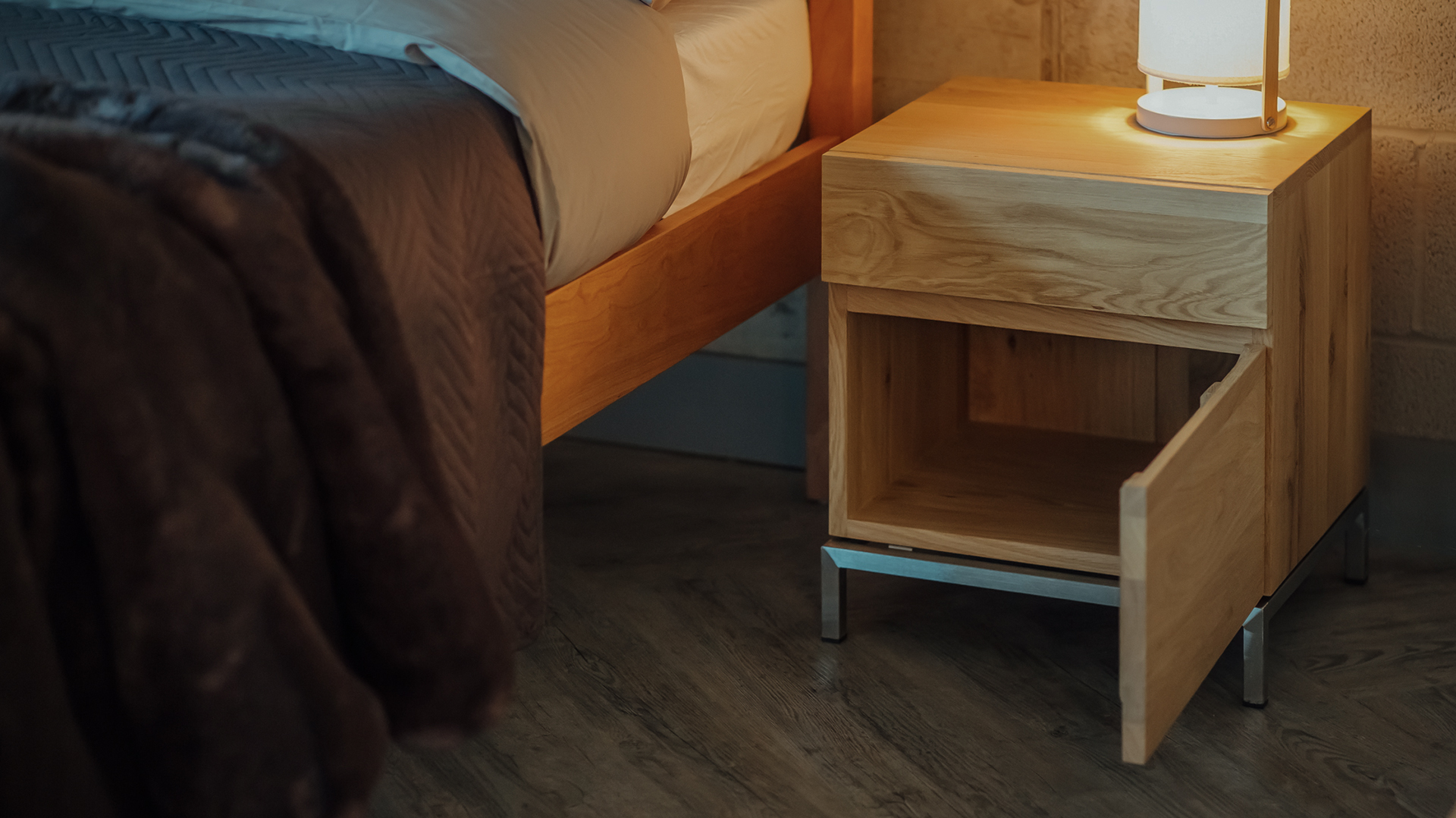 Ethnicraft ligna oak bedside cupboard