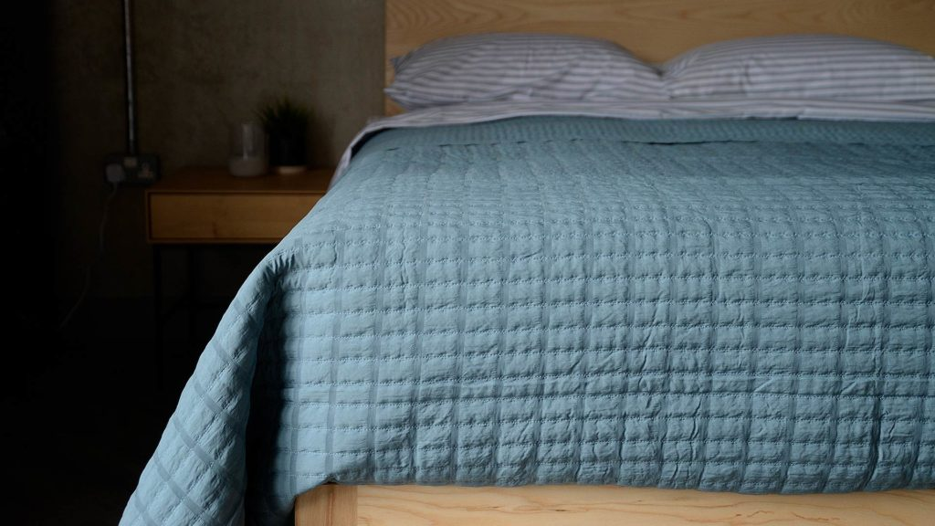 ribbon pattern blue quilt