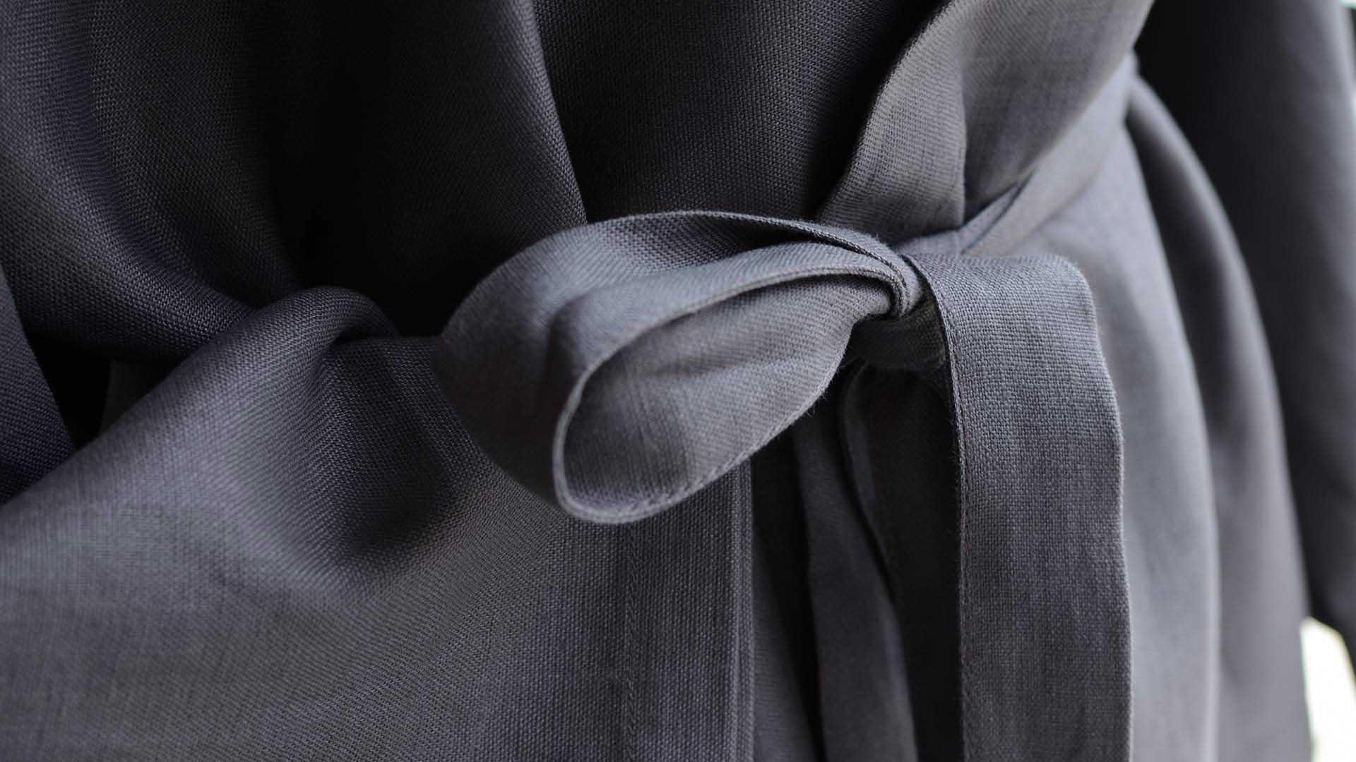 linen-kimono-robe-anthracite-detail
