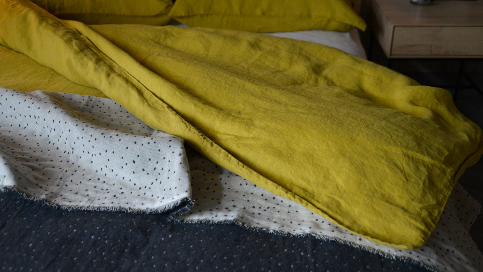 linen-mix-charcoal-and-ivory-throw-with-small-dots-pattern