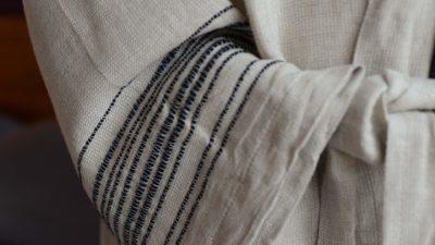 linen rich-robe-sleeve-detail
