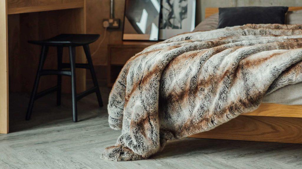 luxury-faux-fur-bedspread-on-kyoto