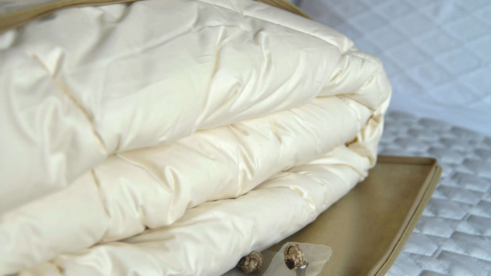 Natural kapok and organic cotton filled duvet suitable for Vegans