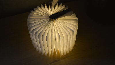 maple-book-light-open-360