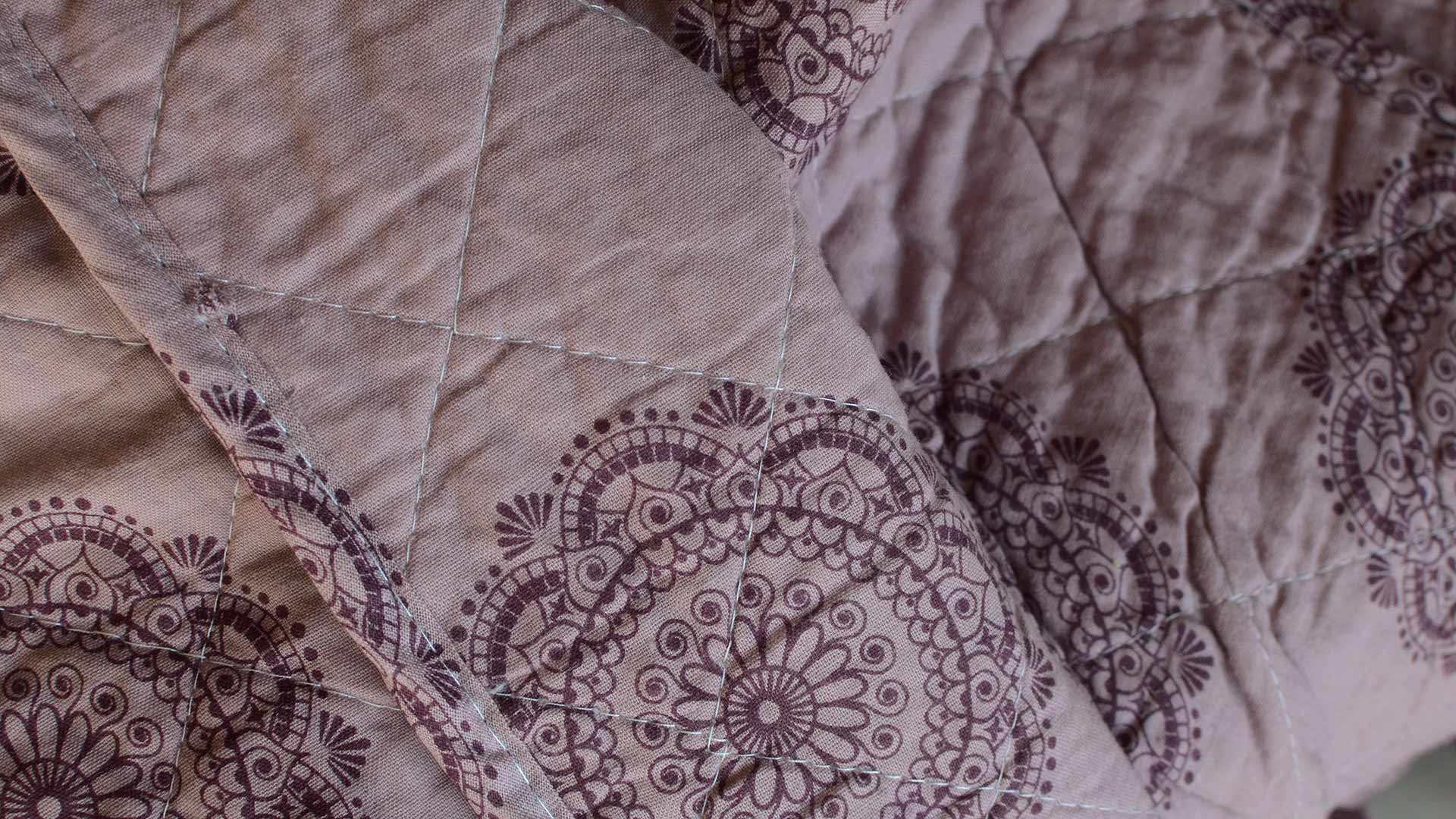 mauve-printed-cotton-quilted-throw