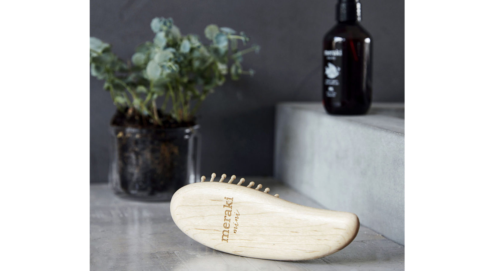 meraki-maple-wood-hair-brush