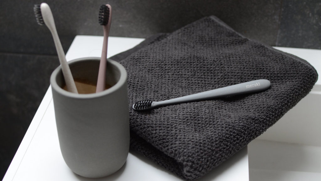 Meraki toothbrushes and holder with towel