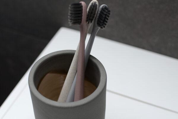 meraki-tooth-brushes-and-holder