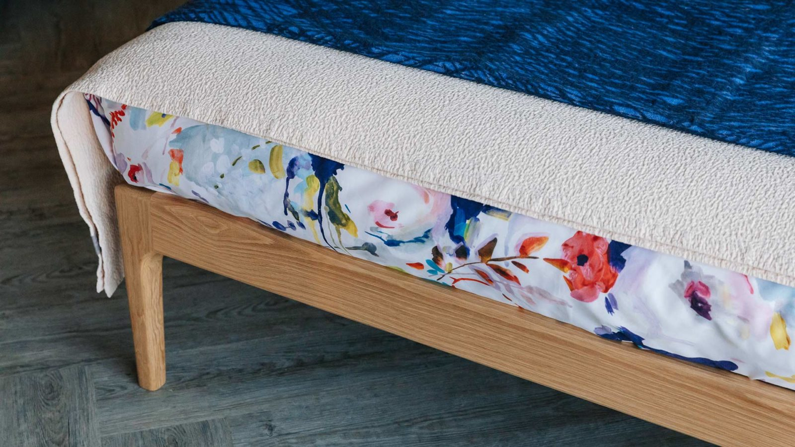 oak handmade bed detail