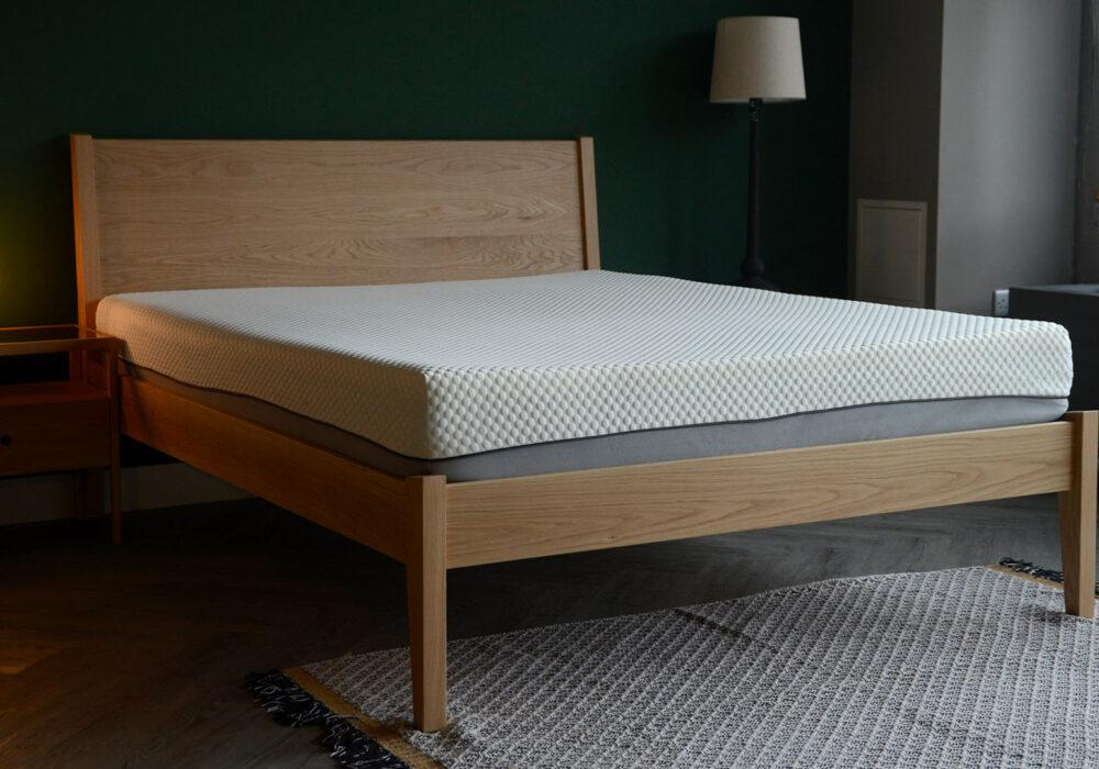Classic solid oak Zanskar bed in solid oak with memory foam mattress.