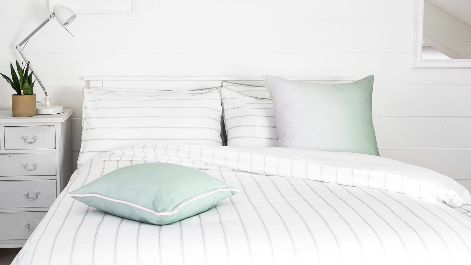 ombre-cushion-green-lifestyle-image