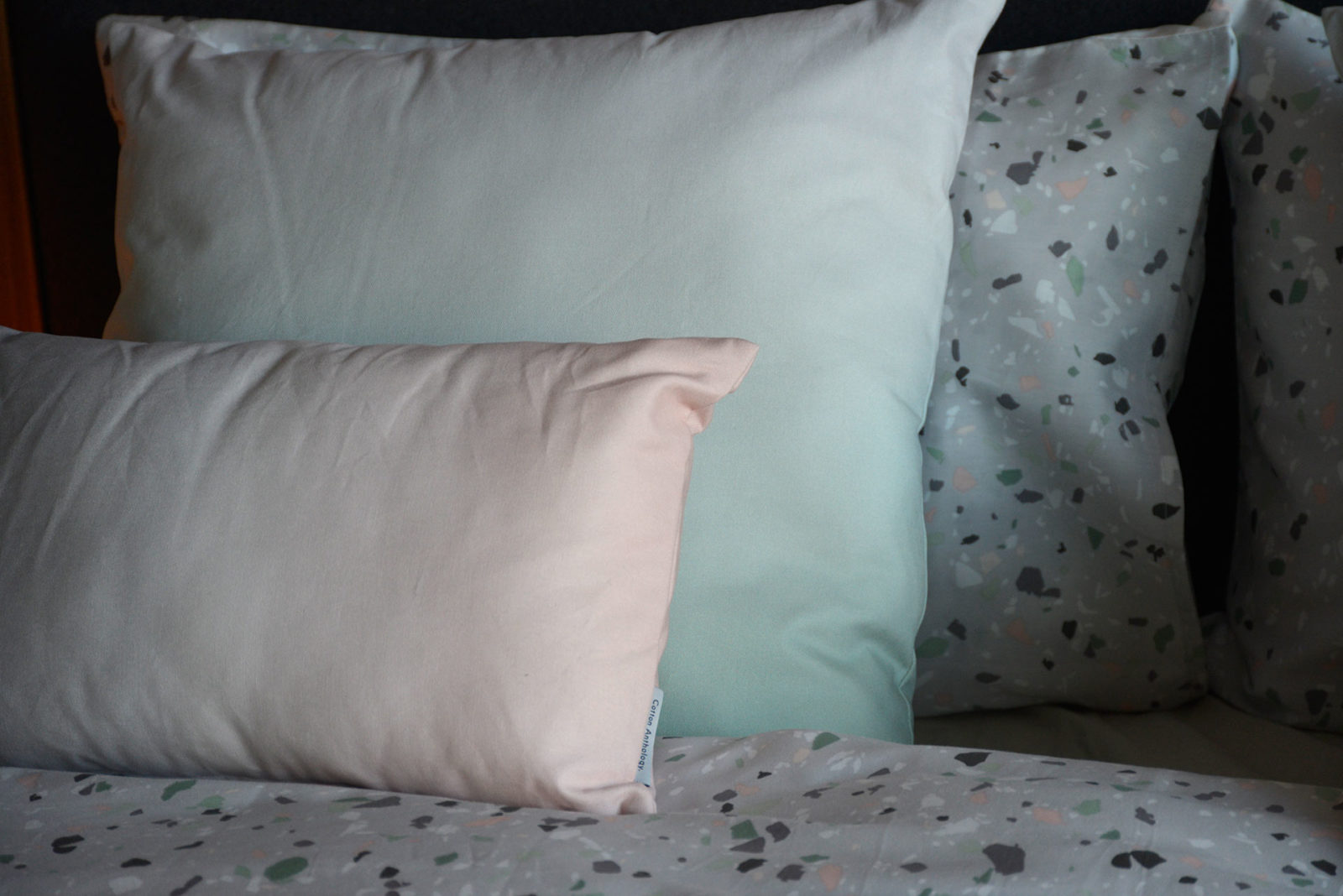 ombre-cushions-pink-or-green