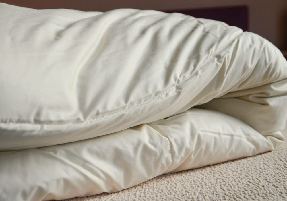 Anti-allergenic and natural wild silk filled duvet with organic cotton cover