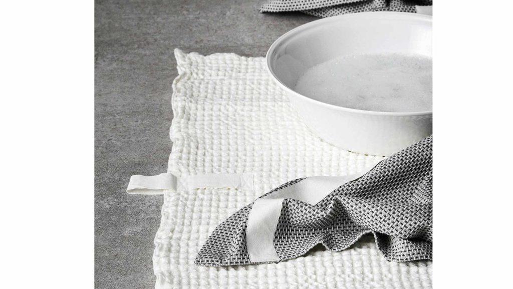 Organic cotton waffle weave bath mat