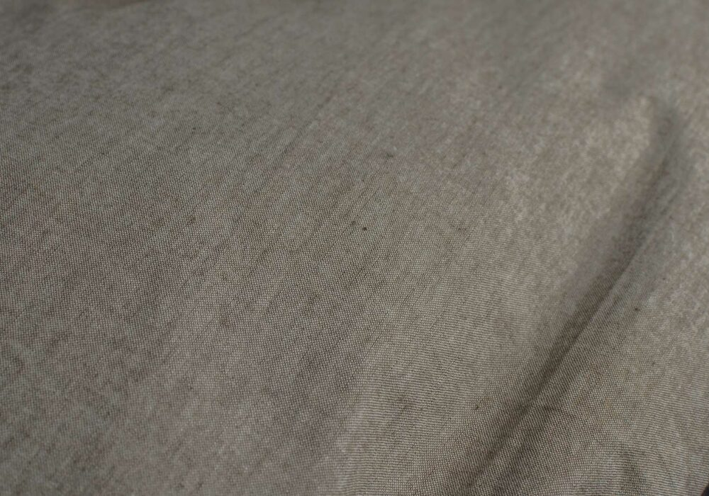 A closer view of the organic cotton bedding in brown-melange