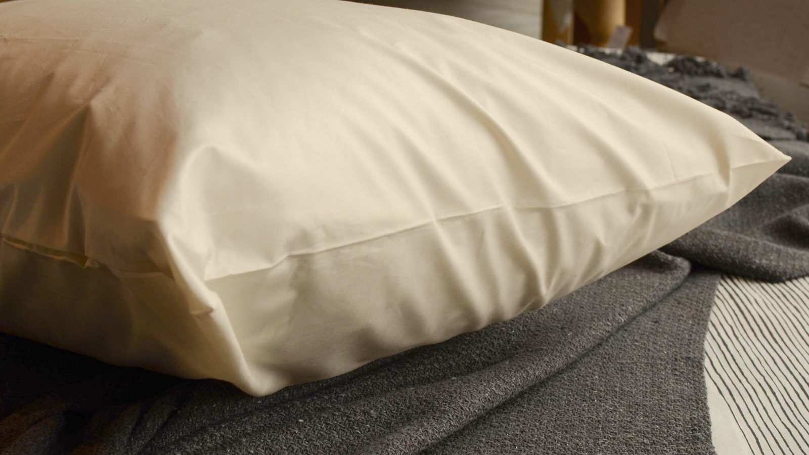 unbleached undyed organic cotton pillow protector with zip closure