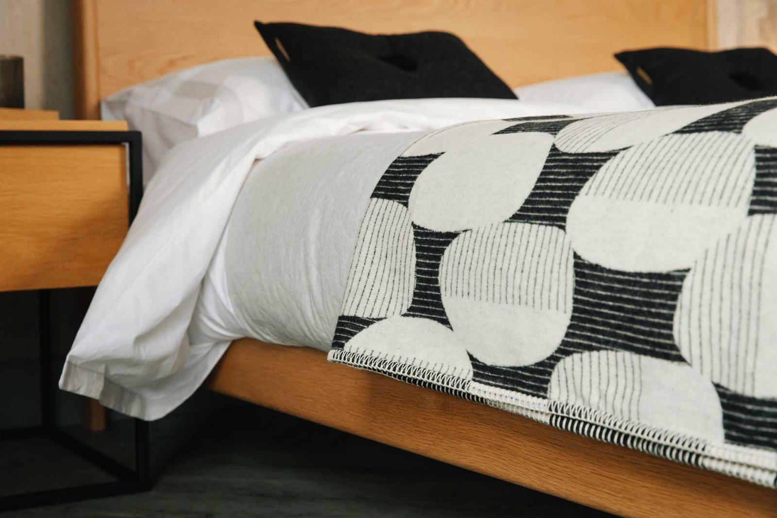 Bauhaus style soft cotton blanket