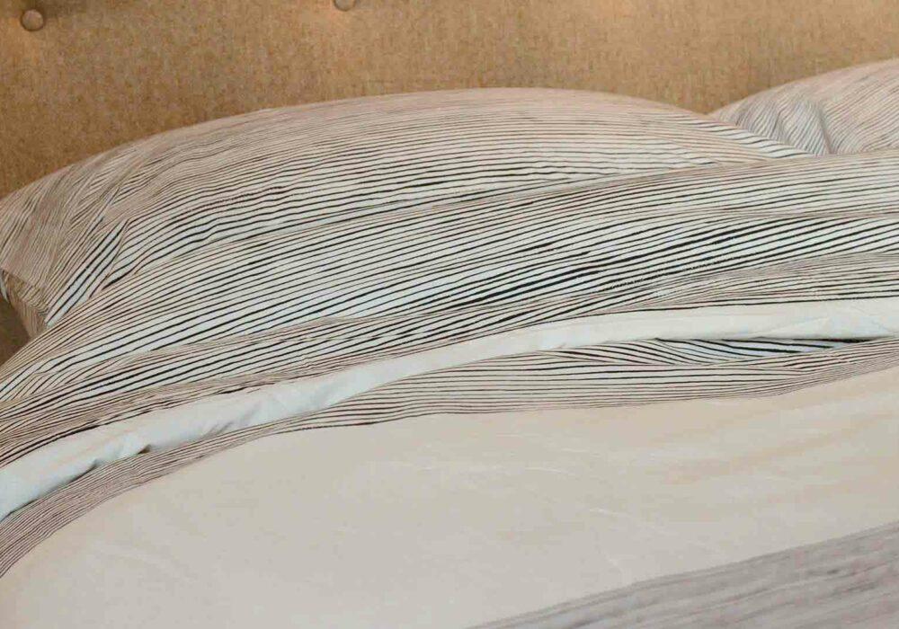 painted-stripe-duvet-set-striped-bands