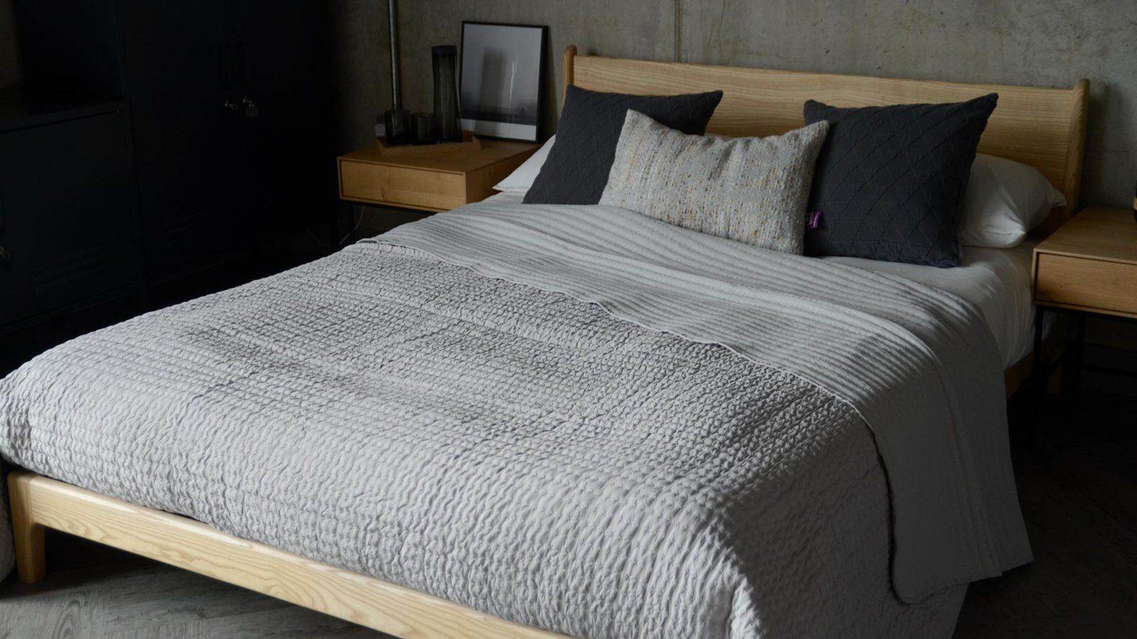 seersucker bedspread in grey