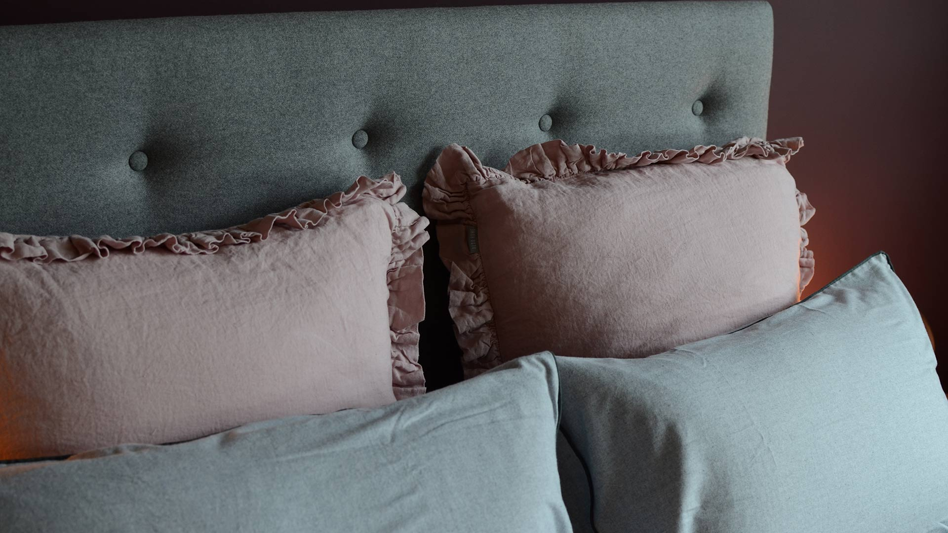 pink-linen-large-cushions