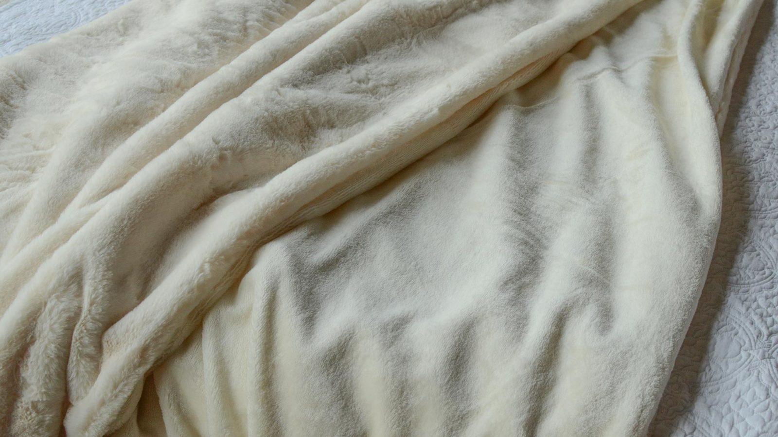 plush-faux-fur-throw-cream