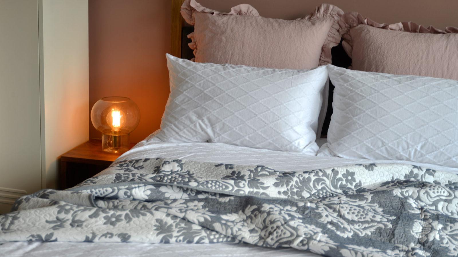 jacquard-reversible-bedspread