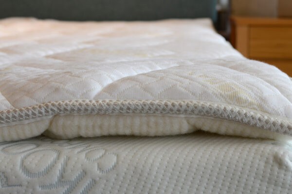 reversible coolmax mattress topper -edge