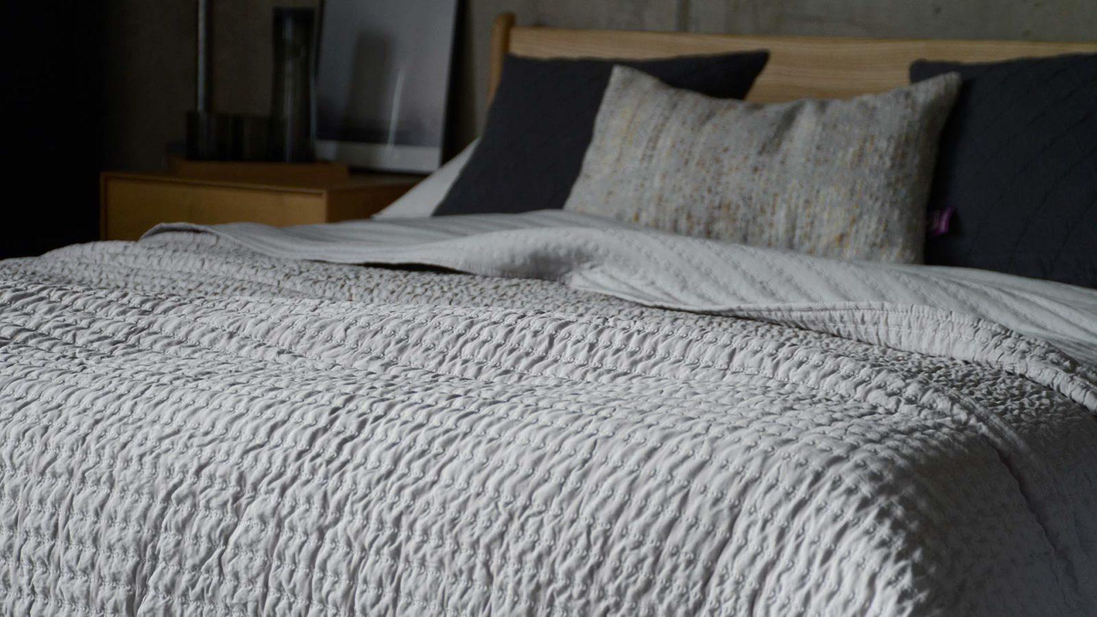 light grey quilt