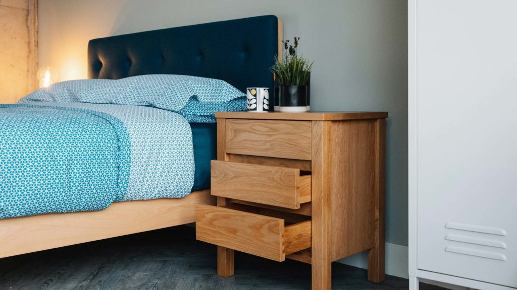 Shaker - oak bedside unit with 3 drawers