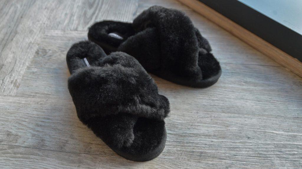 sheepskin-mule-open-toe-slippers