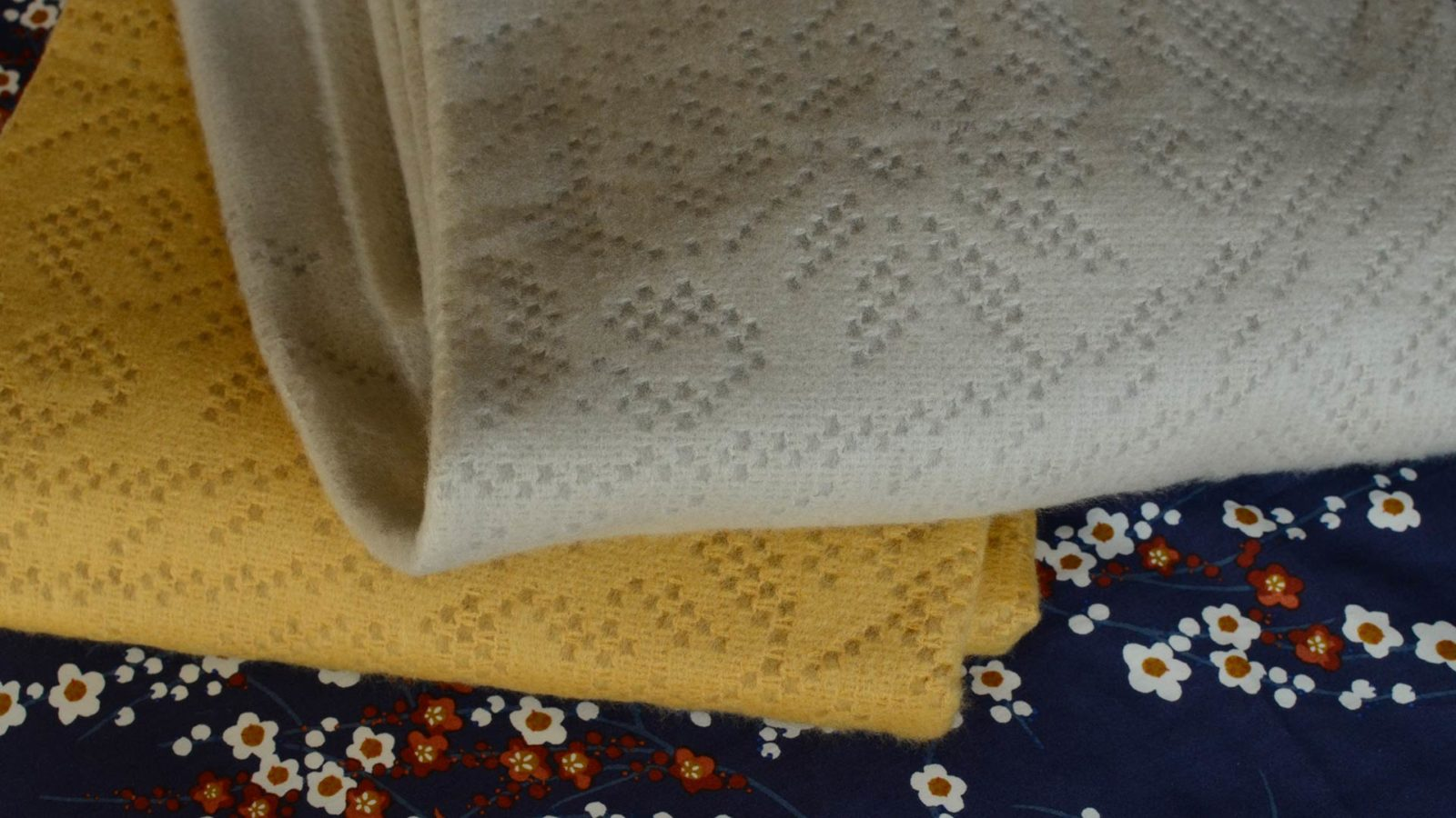 soft-lace-design-throws