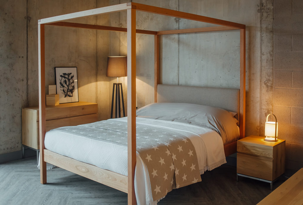 The Highland contemporary 4 poster bed comes in a range bed sizes and a choice of wood