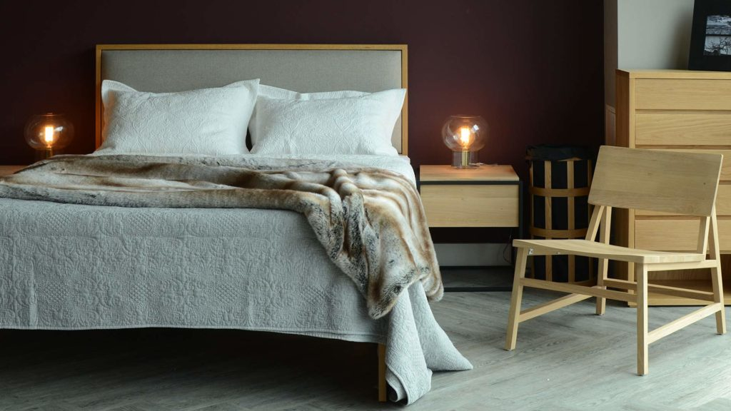 stonewash-embroidered-quilt-grey-with-faux-fur-bedspread