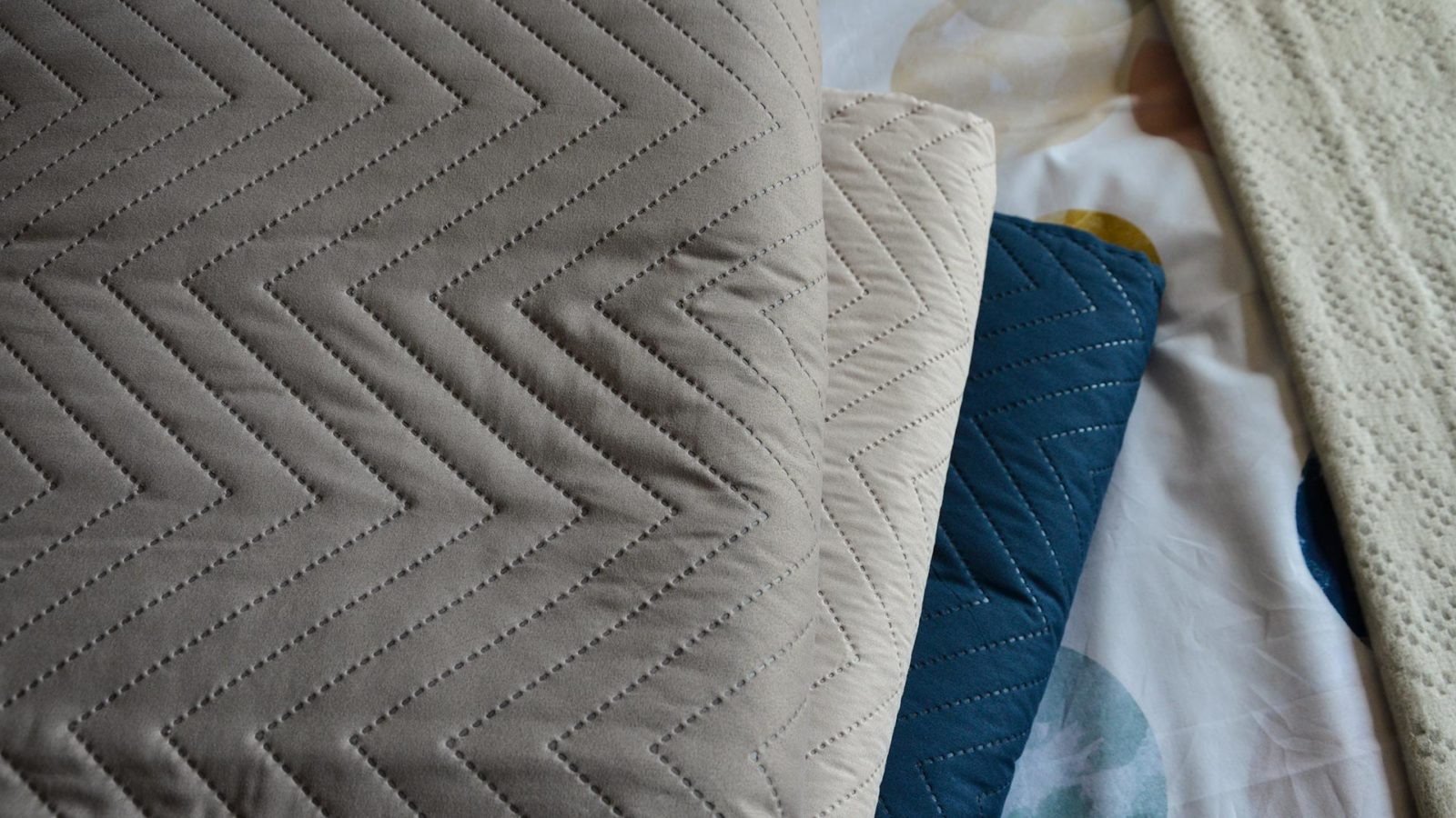 taupe-chevron-bedspread-with-cream-and-navy