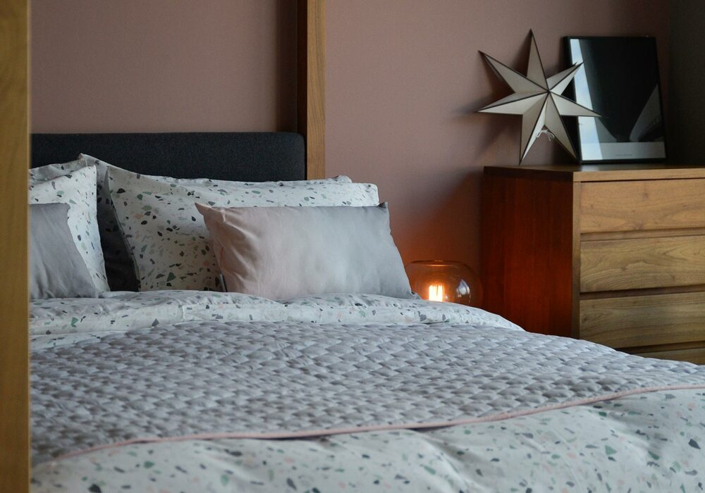 terrazzo-bedding-with-ombre-cushions-pink