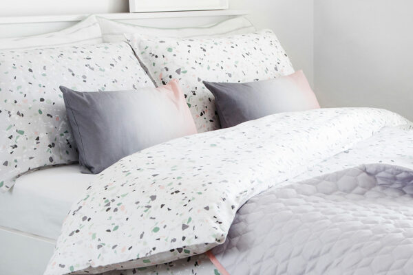 terrazzo-duvet-set-with-grey-pink-ombre-cushions