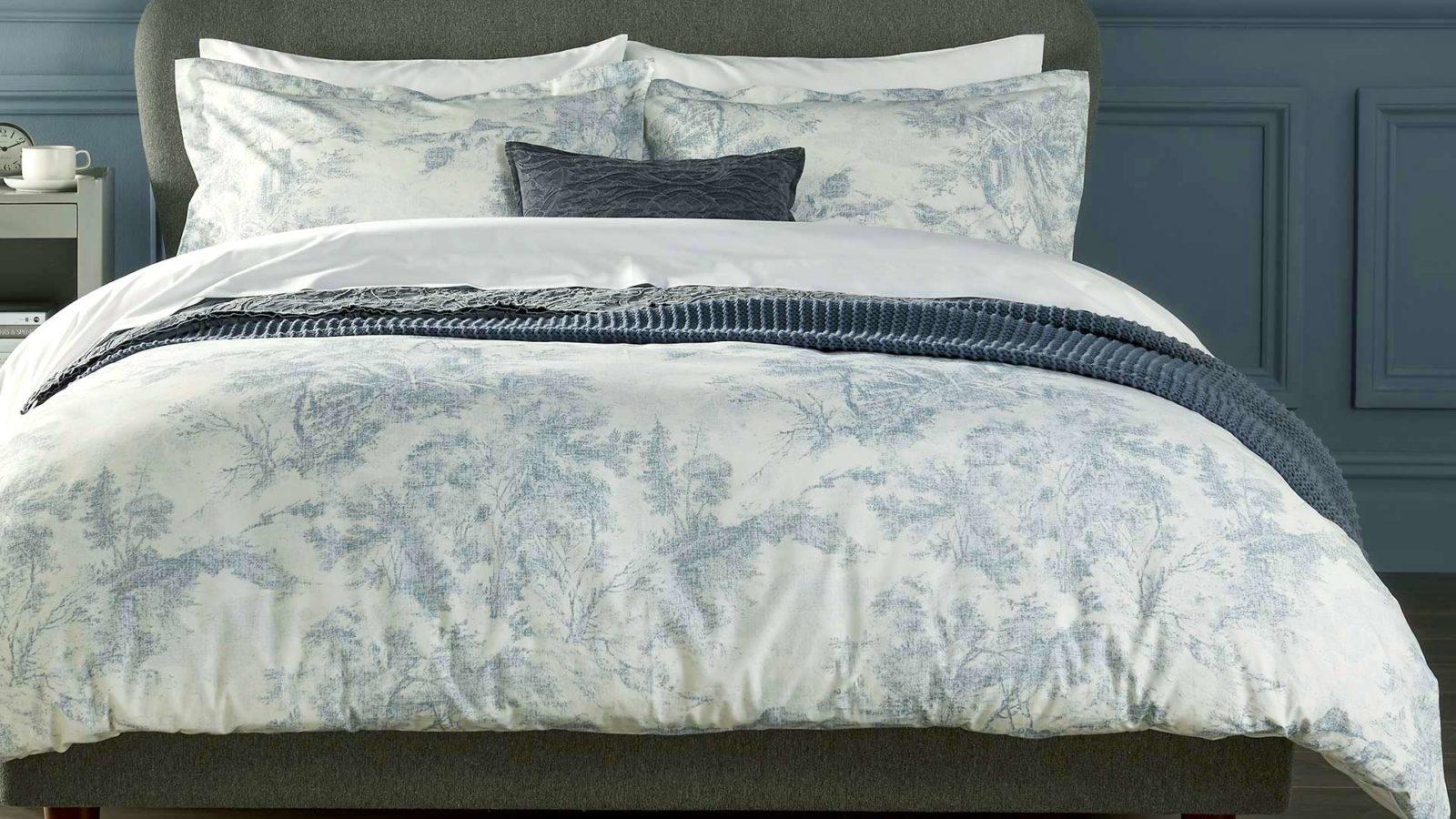 toile-print-bedding