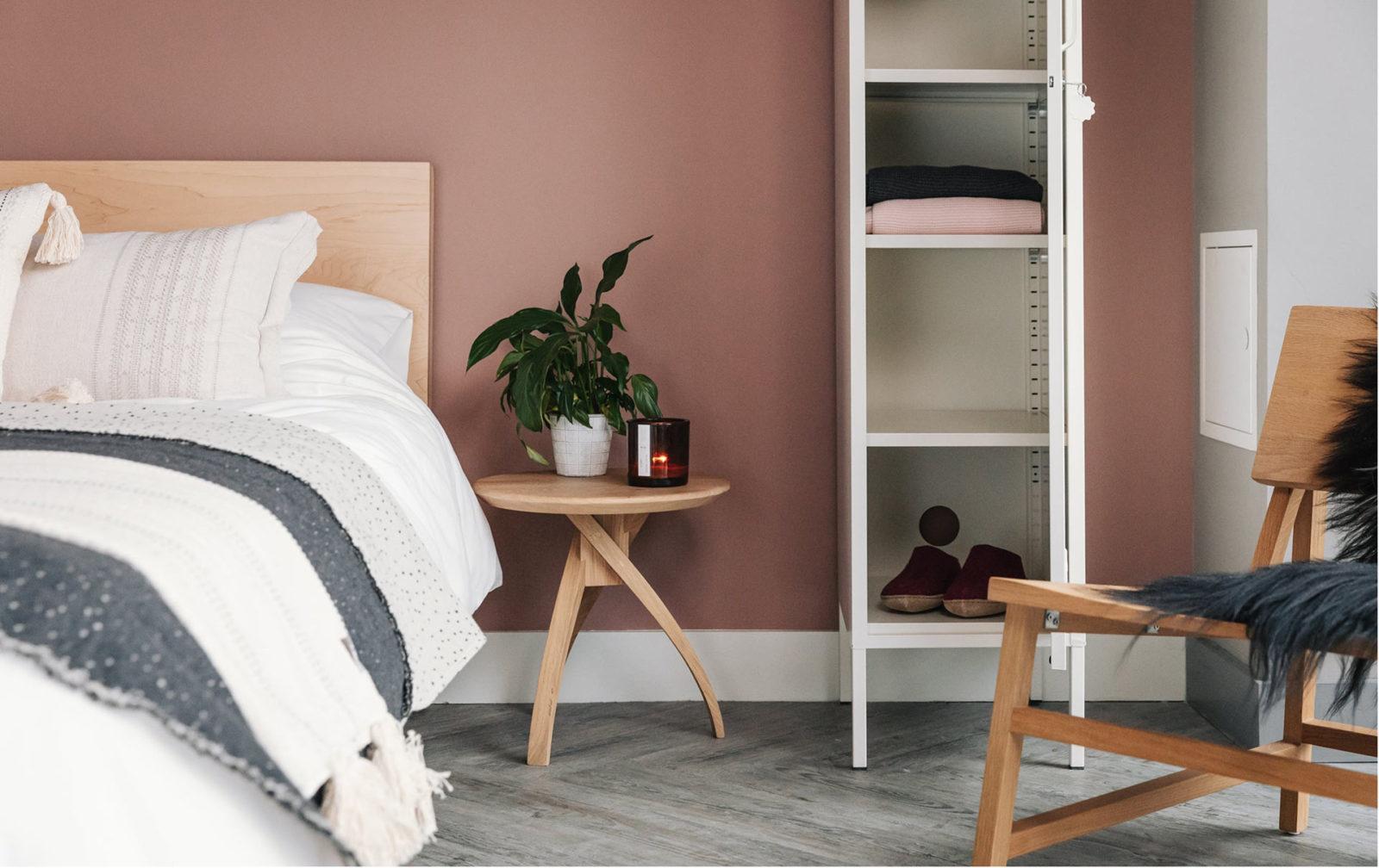Twist leg small solid oak bedside table