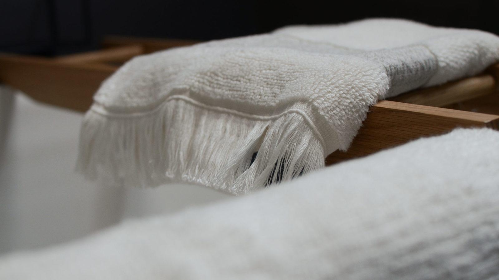 ultra-soft-fringed-towel-detail