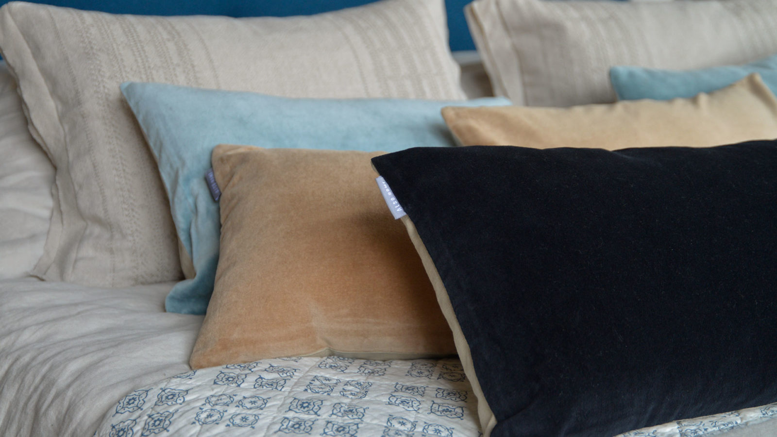 velvet-cushions-black-caramel-and-aqua