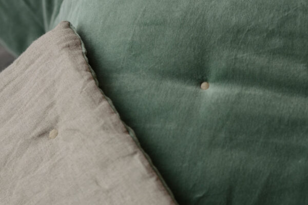 velvet-quilt-jade-green-close-up