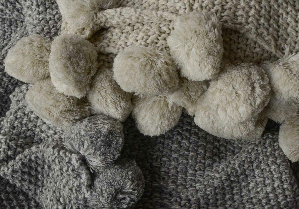 Pom-Pom-knitted-throws