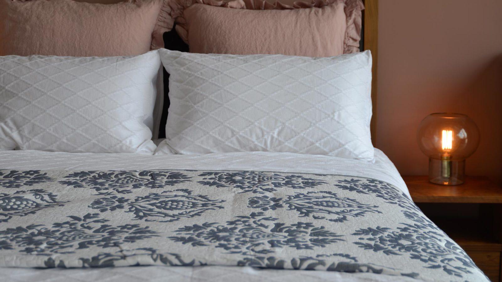 jacquard-bedspread