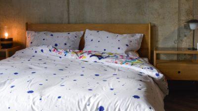 white-and-indigo-ink-splatter-print-duvet-set