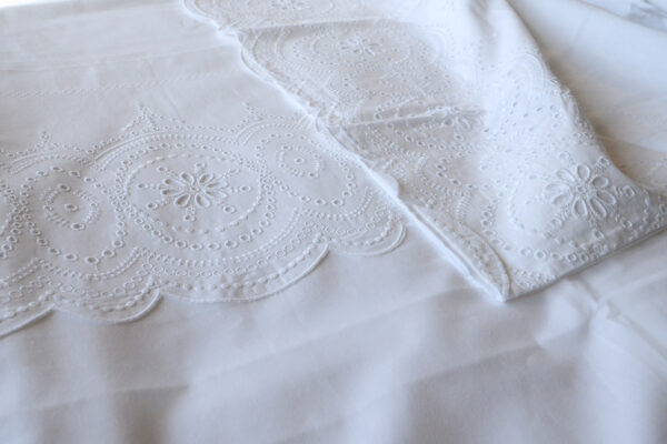 white-broderie-anglaise-bedding-3-detail